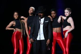 Neyo Steams Up Women's Empowerment