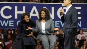 Oprah Winfrey Joins Obama On Campaign Trail